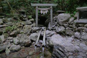 三重県恵利原の水穴